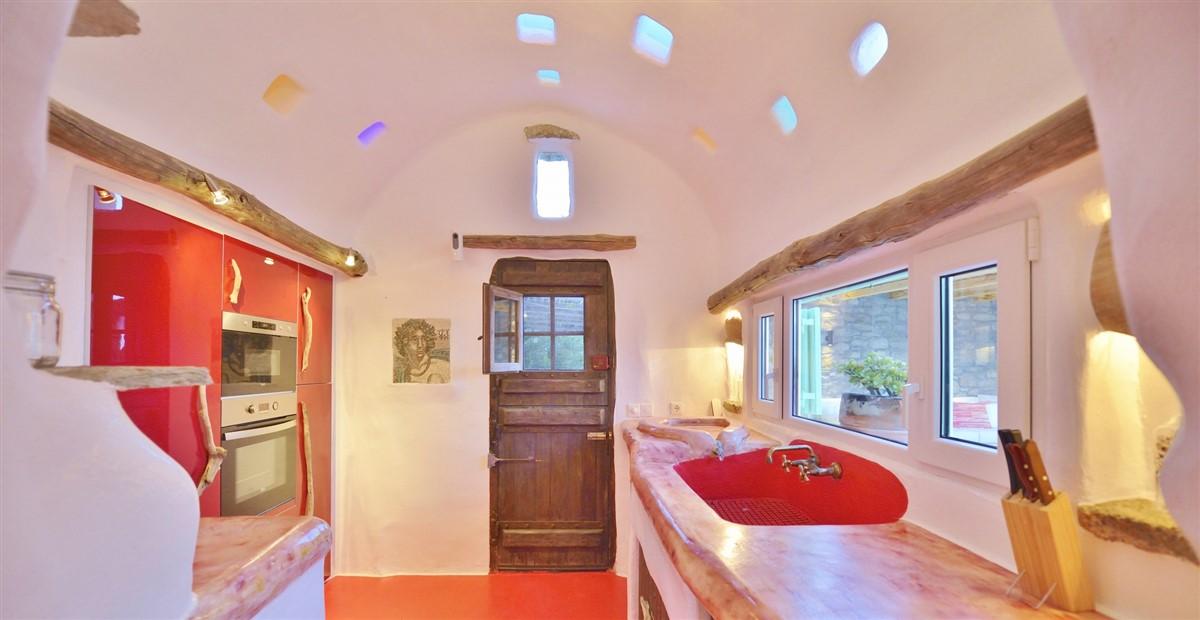 interior description of villa Drakothea, a luxurious, private villa ...